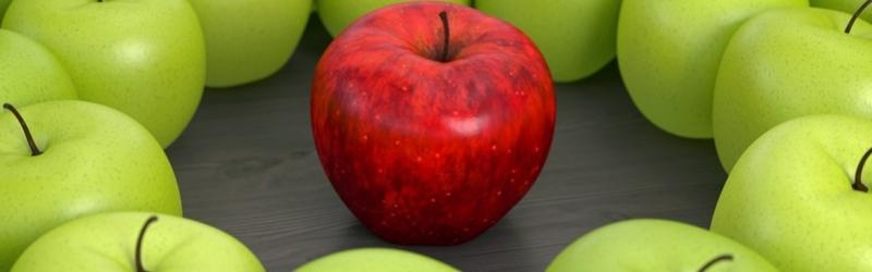 roter Apfel zwischen lauter grünen