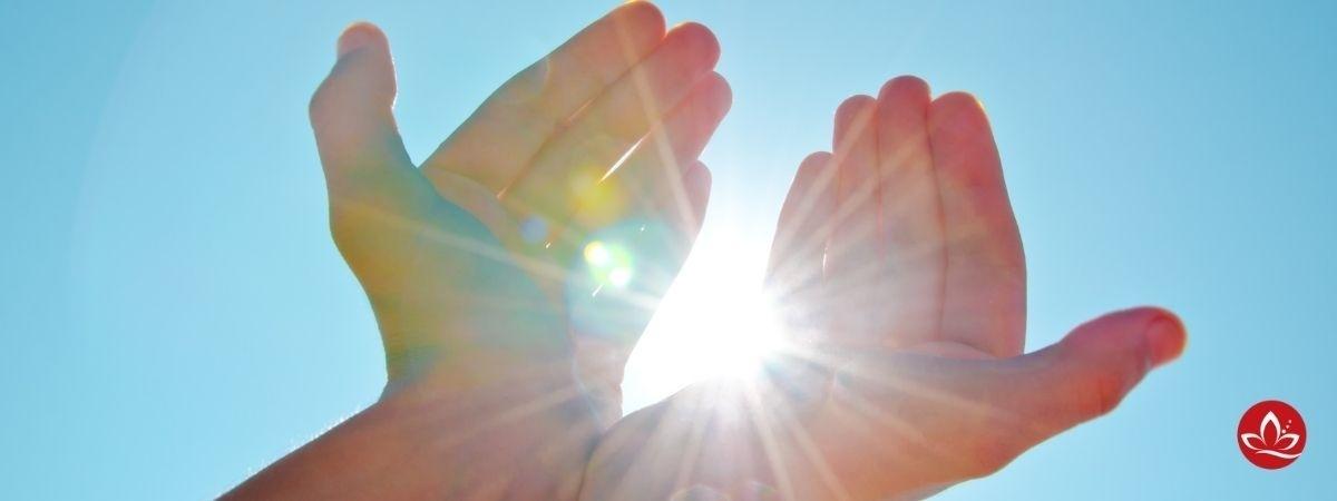 Hände mit Sonne