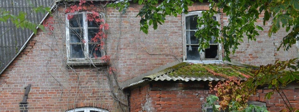 Unperfekt - alte Hausfassade